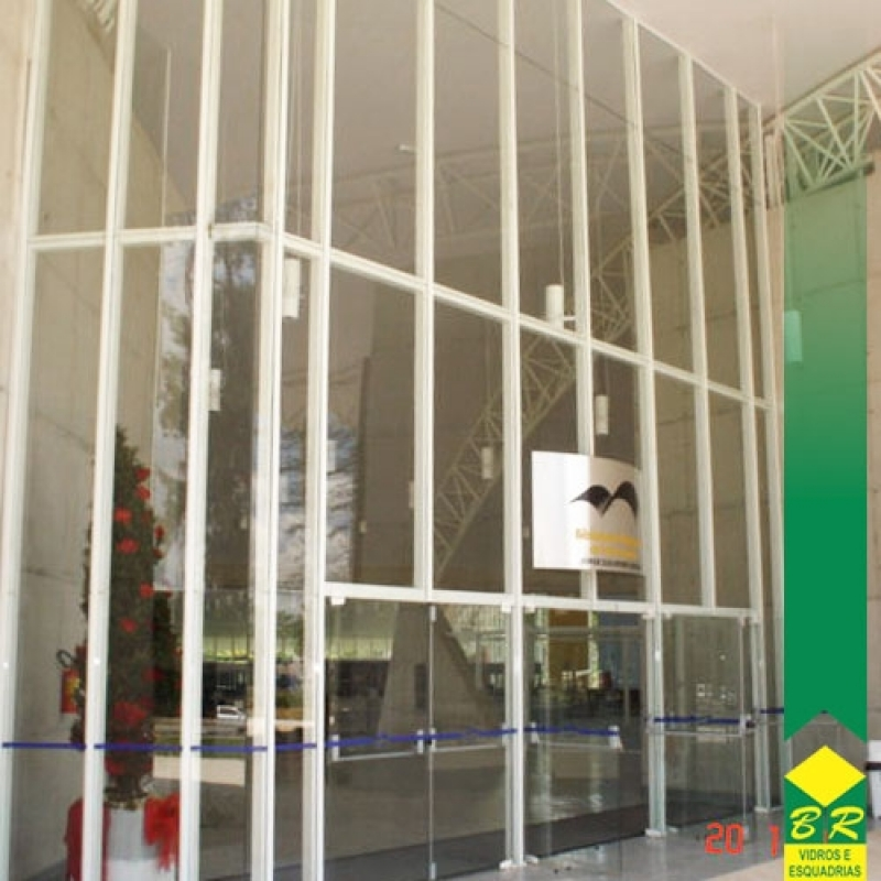 Instalação de Fachada de Esquadria de Alumínio Capela do Alto - Fachada de Sobrado